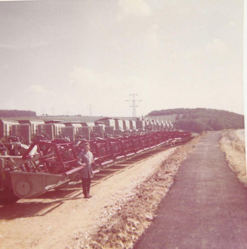 1969 Kurt Schlotter mit einer neuen Lieferung von CLAAS Mähdreschern